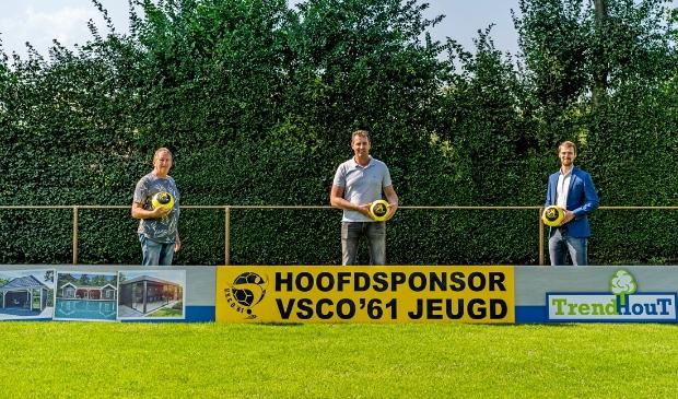 V.l.n.r. Nanne Schoonhoven (sponsorcommissie VSCO'61), Maarten de Weerd en Sjoerd Kwakkel (Bestuurslid commerciële zaken).