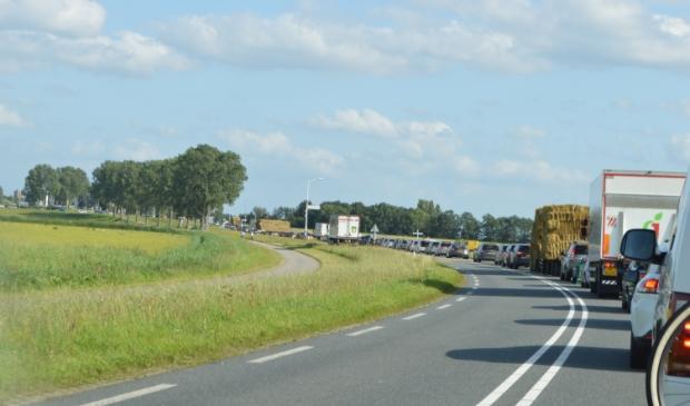 <p>File op de Elburgerweg.</p>