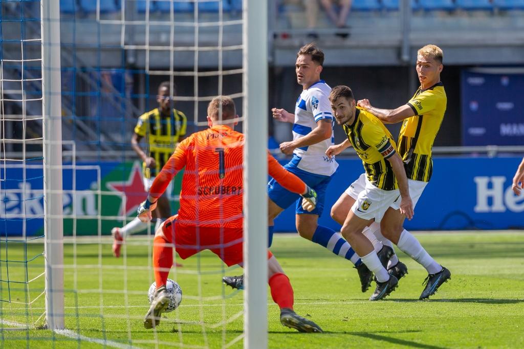 PEC Zwolle - Vitesse. Foto: Pedro Sluiter © brugmedia