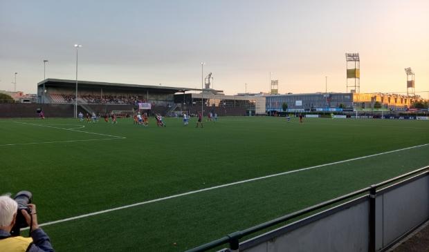 <p>In de schaduw van het MAC3PARK stadion wonnen de vrouwen van PEC Zwolle met 3-0 van Excelsior. Het veld van buurman Be Quick &#39;28 is dit seizoen weer voor het leeuwendeel van de thuiswedstrijden de thuishaven van het vrouwenteam.</p>