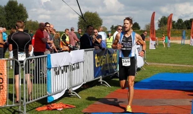 De laatste meters van Han-Peter Lucas in de door hem gewonnen Triathlon Zwolle van 2017.
