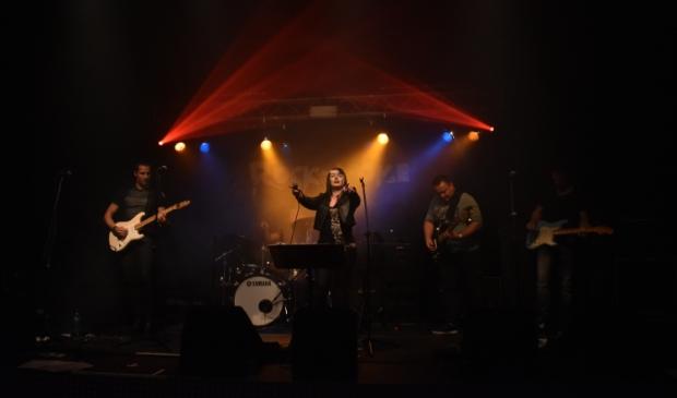 Op het podium bij Rock-A-Oke.