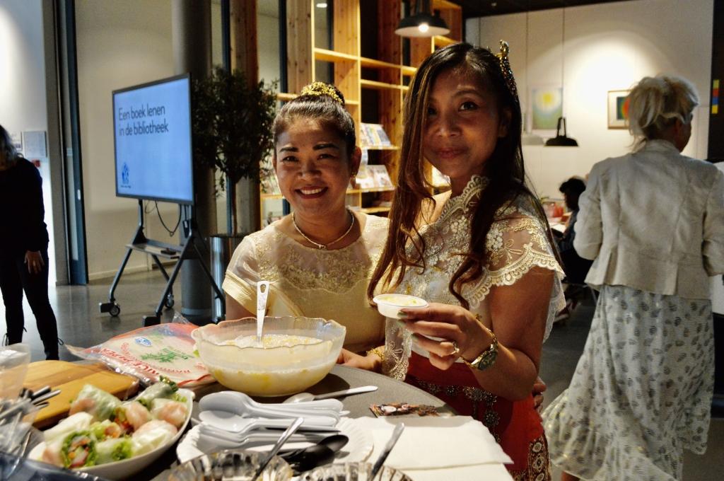<p>Thais eten in de bibliotheek in Dronten.</p>