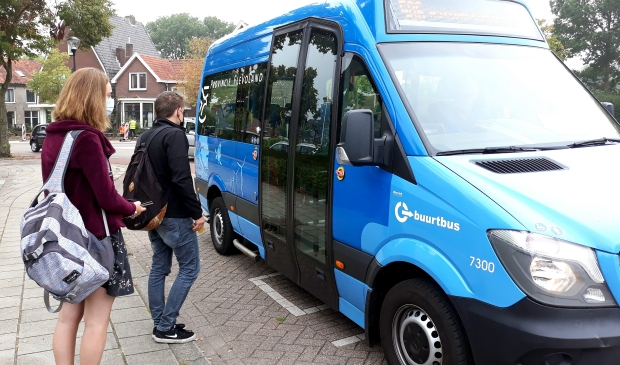 <p>Bushalte richting Hattem tegenover station Kampen</p>