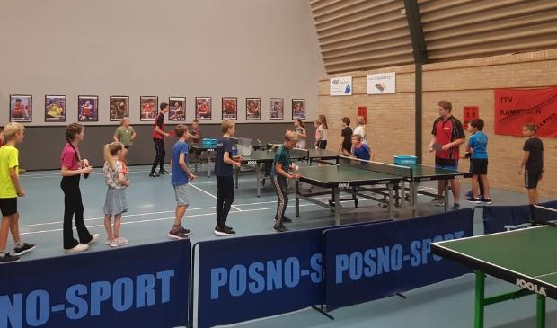 De zaal van Kampenion met 'Ping Pong Stars'