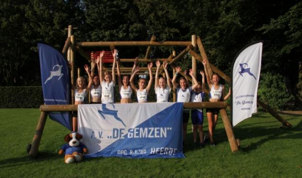 Het meidenteam D junioren van AV De Gemzen, v.l.n.r.: Flore, Isabel, Carice, Renée, Mente, Brenda, Dagmar, Magali en Noëmi.