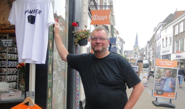 Rik Vinke in ''zijn'' Oudestraat: ''Hierheen met die kogge...!''