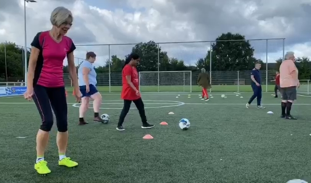 Voetbalvrouwen in actie