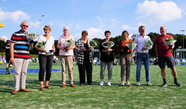 Vlnr de leden die inmiddels langer dan 50 jaar lid zijn; Jan Willem Avis, Giny Visscher, Bertha van Boven, Jannie Scheer, Cobie van Ooijen, Alie Westerveld, Gert Westerveld en Robert den Boer.