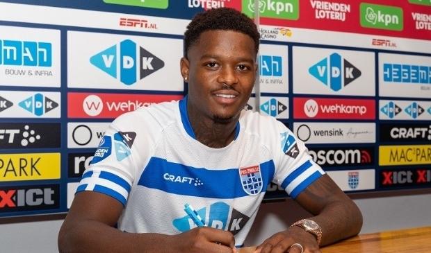 <p>Daishawn Redan tekent op huurbasis voor PEC Zwolle.</p>