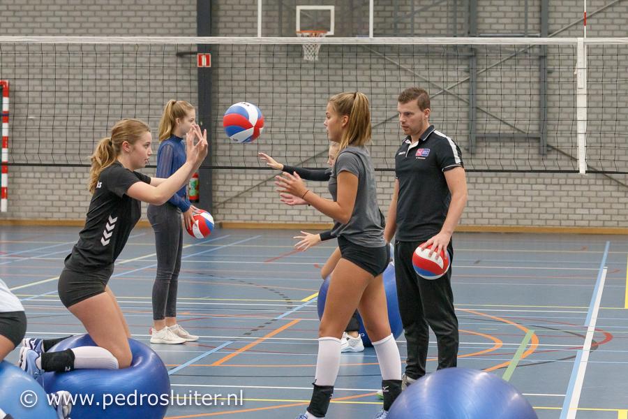 Trainer Pascal Veneman met het CSE-team, https://brugnieuws.nl/uploads/dad3b92988fade638e71e6a69175e4fa1661b5d4.jpg