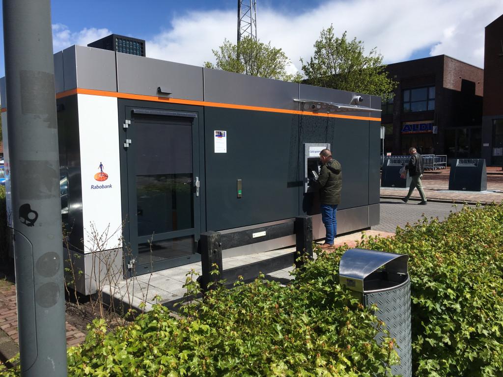 Rabobank wil pinautomaat aan De Bolder 180 graden draaien in verband met lichtinval