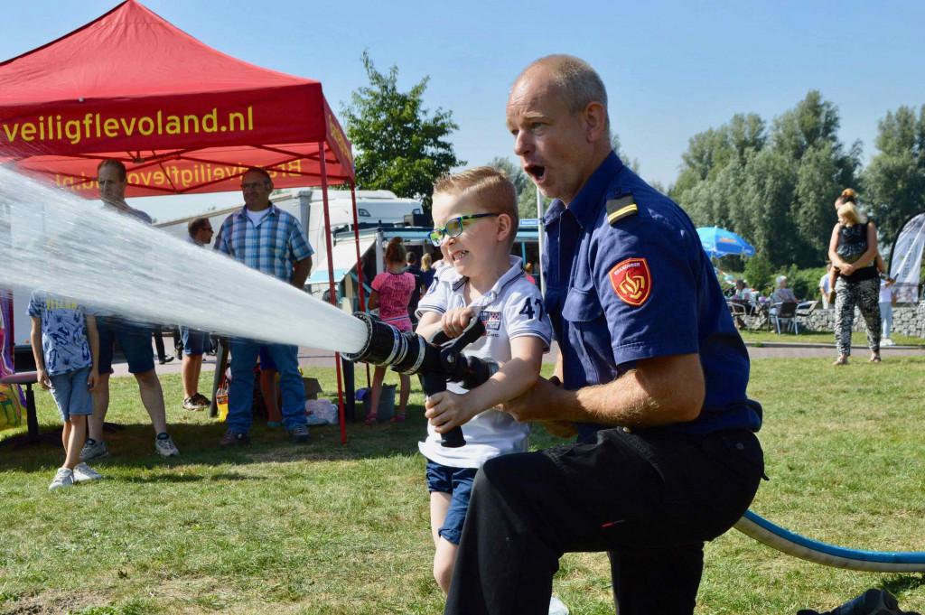 Voor de jeugdbrandweer geldt een minimumleeftijd van 12 jaar.