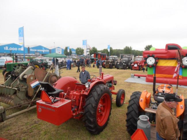 Activiteiten en tractor oldtimers bij Boer Staphorst