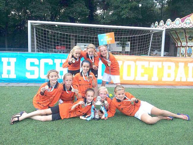 Kampioensijs voor de meisjes van De Vlieger: nummer drie van Nederland