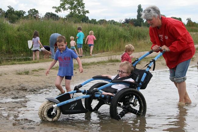Kinderen van de Twijn testen speeltuin in het nieuwe Park Schellerdriehoek