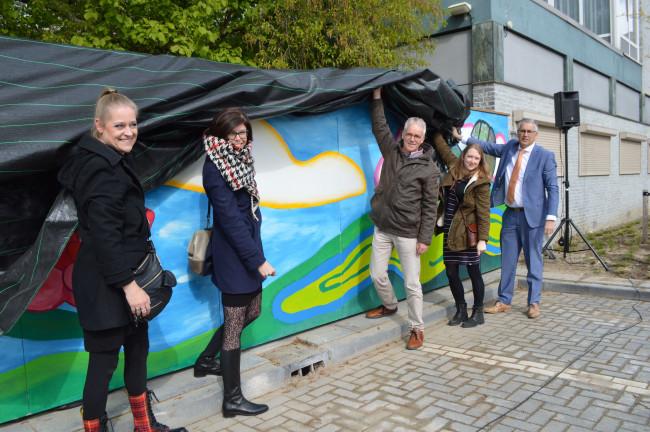 De kunst op het Meerpaalplein is een vervolg van het project op het Steenbergenplein.