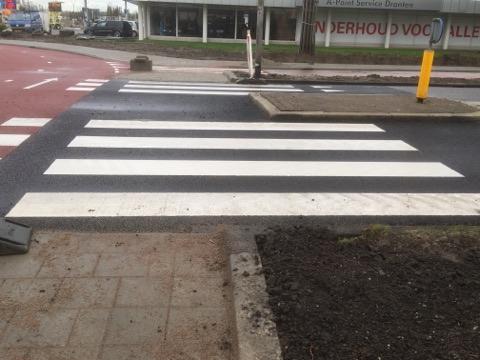 Het nieuwe zebrapad bij De Noord / Oeverloper.