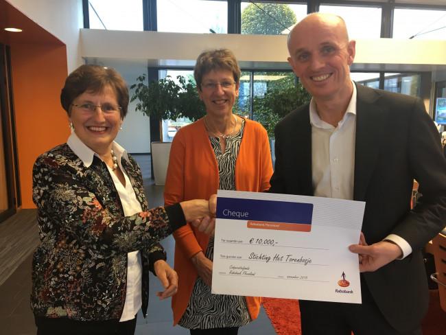 Overhandiging cheque Rabobank Flevoland.