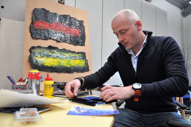 Kamper kunstenaar zet de tijd even stil met duik in het atelier