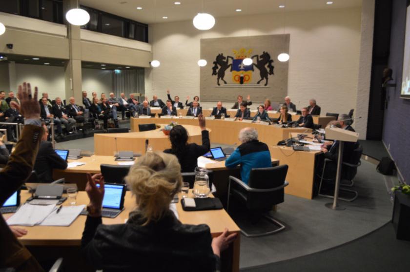 D66, SP (voorgrond), ChristenUnie en GroenLinks (achtergrond) stemmen tegen.