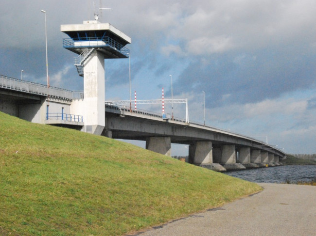 """IJsselmeerdijk voldoet niet aan veiligheidsnorm: """"Nog geen onveilige situatie"""""""