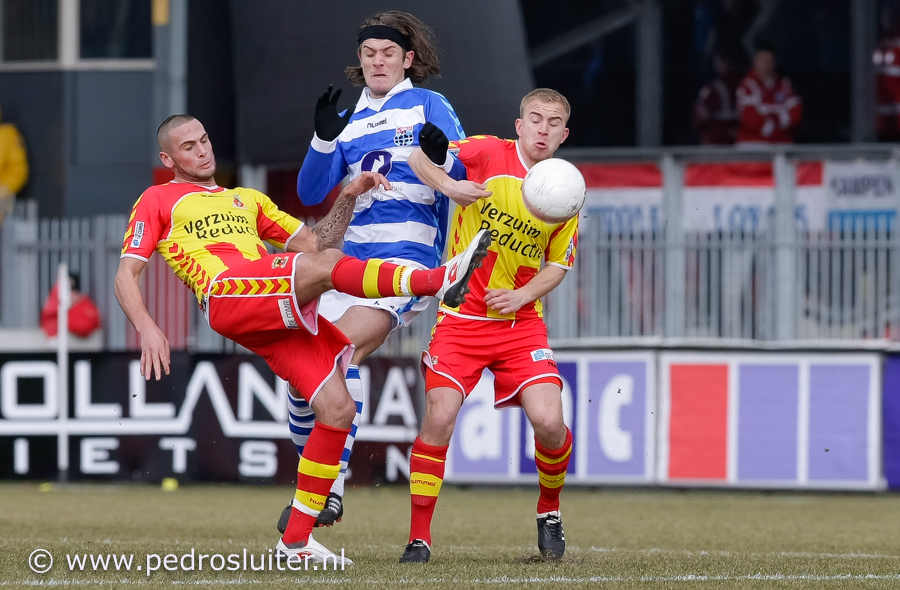 Etiënne Reijnen in 2010 in actie tegen Go Ahead Eagles., https://brugnieuws.nl/uploads/85f26960a226f8005ffca834d06a737b512d9537.jpg