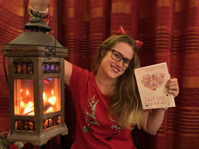 Lily Frank met haar nieuwe boek.