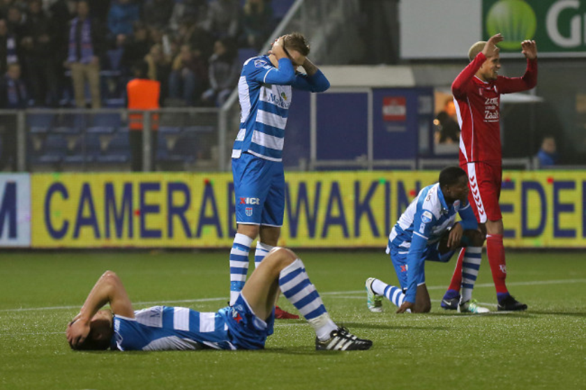 Verslagenheid bij PEC Zwolle na het laatste fluitsignaal., https://brugnieuws.nl/uploads/d9a962300a5cee4e41ad3492d01841810b4437a8.jpeg