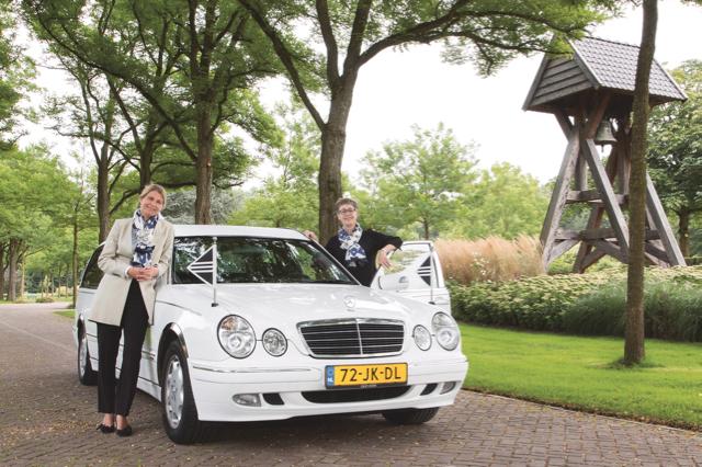 Femke Verhoef en Karin Hofstede van Volatus Uitvaartzorg.