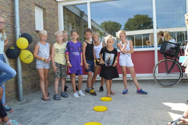Spelletjes tijdens Sven's Spellenspeurtocht in Swifterbant.