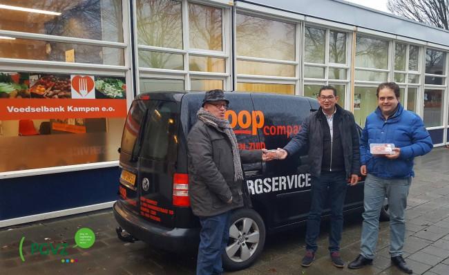 CoopCompact Kampen-Zuid & PGVZ Thuiszorg doneren aan de Voedselbank