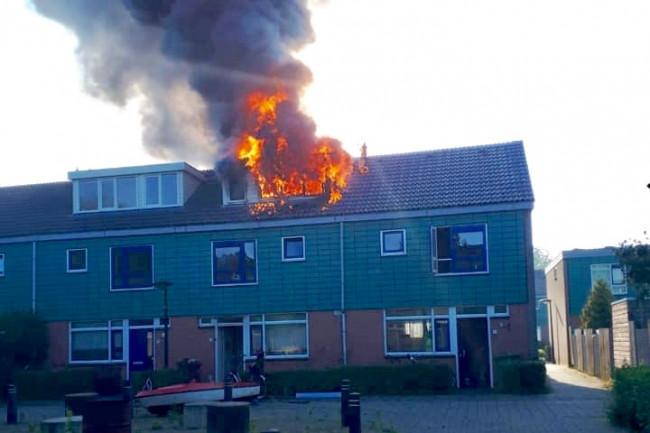 Brand aan De Killick in Dronten.