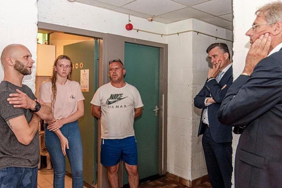 Twee dagen voor het ongeval was Marcin (midden) nog bij een gesprek met Emile Roemer over zijn huisvesting.