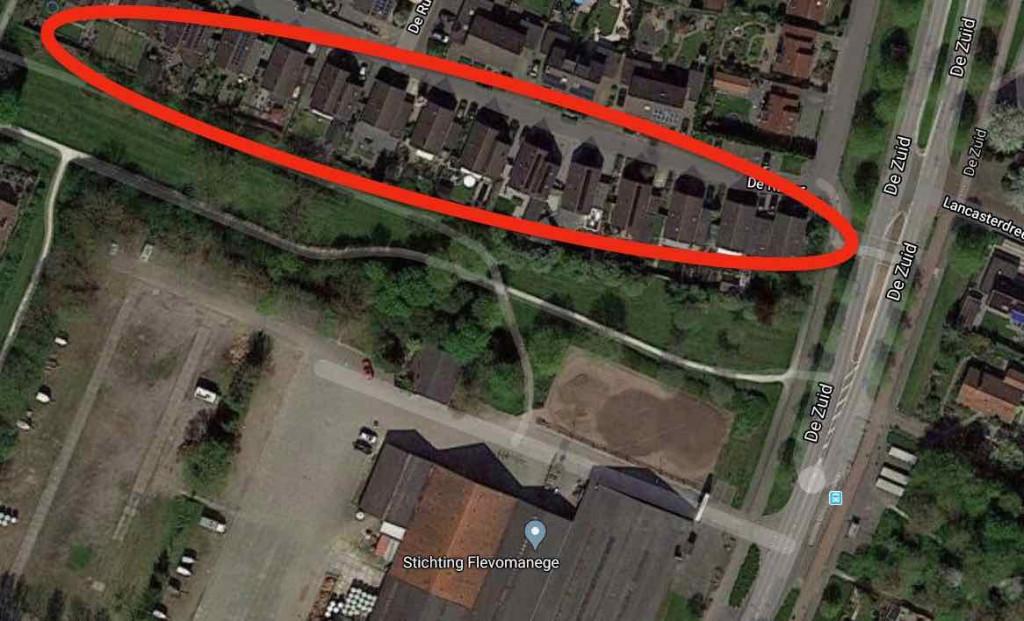 In het rood de woningen aan de manegekant van De Ruiter.