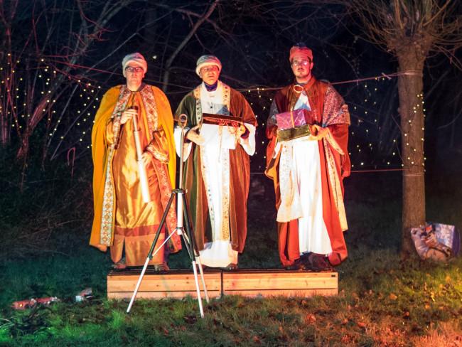 De drie koningen die de sterren bestuderen.