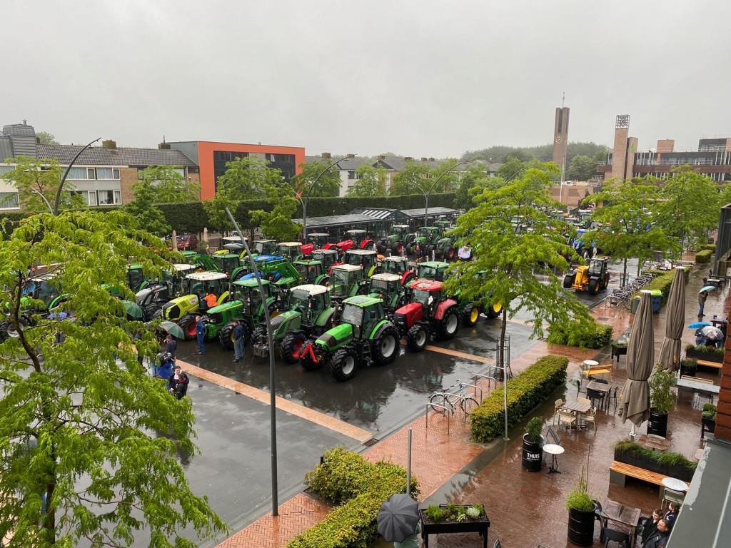 Boerenprotest op het Meerpaalplein, https://brugnieuws.nl/uploads/0538aba48ce5ae97a18822cd39d279611124385f.jpg