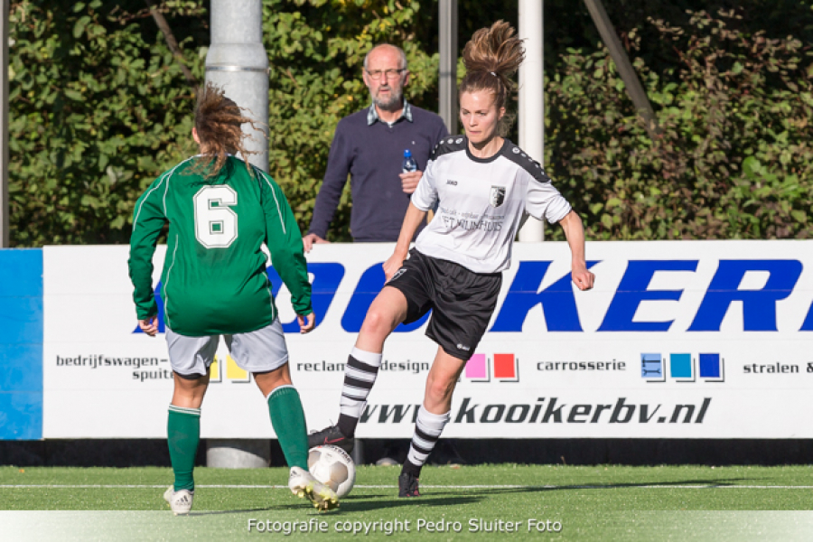 Rosanne Roeles aan de bal.