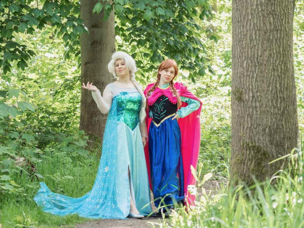 De IJszusjes verzorgen 'prinsessenfeest' in bibliotheek Dronten