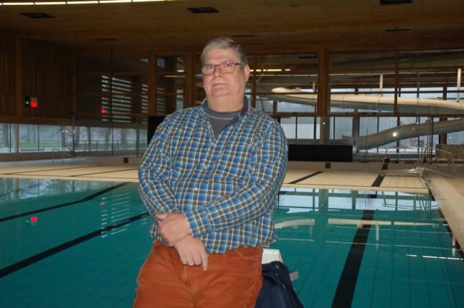Deltasteur-voorzitter Han de Rooij in het nieuwe zwembad.