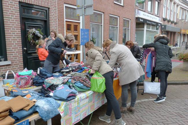 Stoepverkoop in Genemuiden