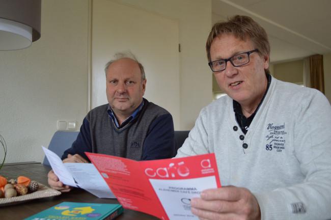 Jaap Kodde (links) en Jaap Oosterveld van het Alzheimer Café Dronten.