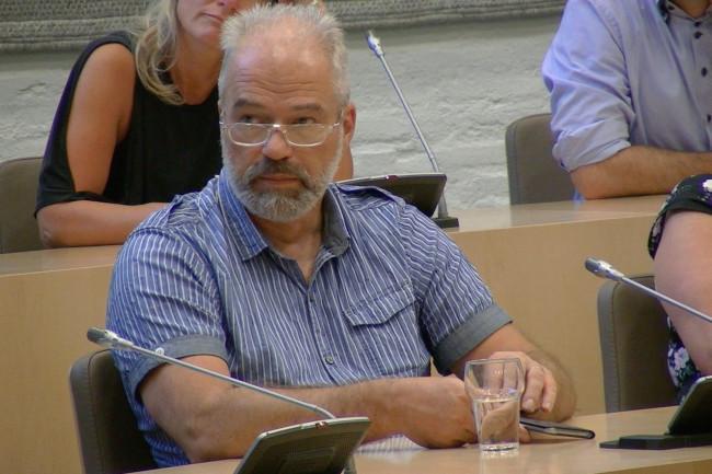 Joop Weenk tijdens de bijeenkomst in het gemeentehuis.