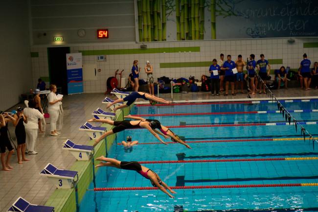 Didi Gest (baan 5) zwom een goede 100 meter vlinderslag.