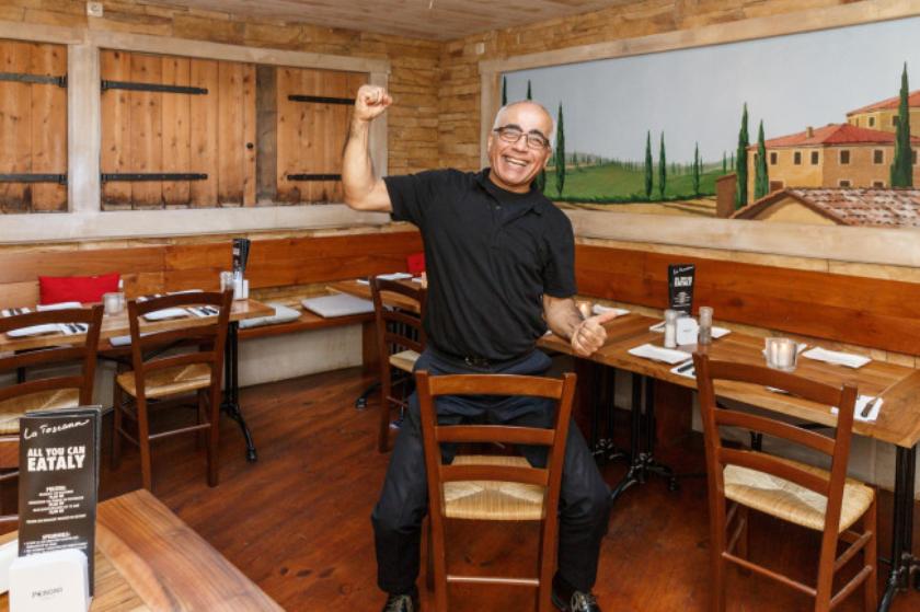 Een juichende Wahid van La Toscana; naast een nieuwe menukaart ook een ambiance die op essentiële details is veranderd.