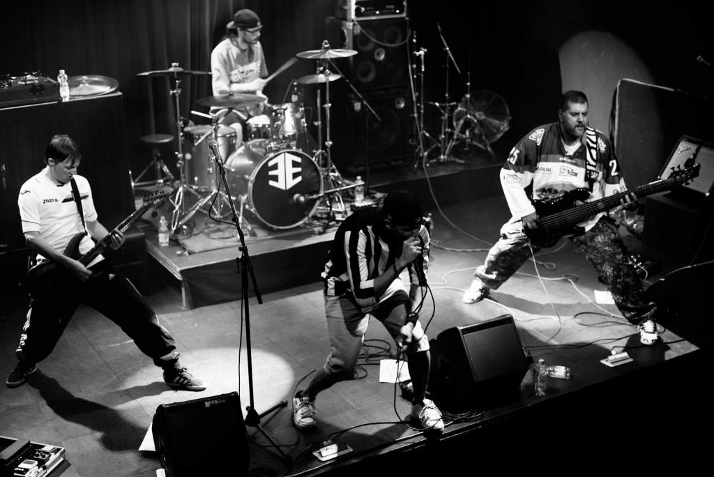 Lennart van Kampen uit Dronten speelt met Tarragona tijdens Metal Battle bij Nirwana