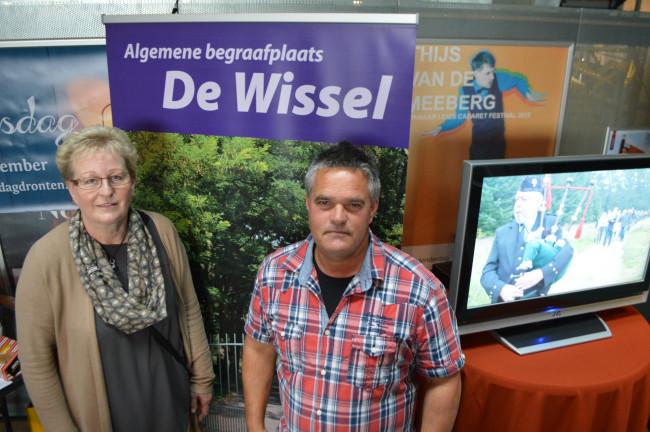 Gerrie Radewalt en Henk Keijzer op de uitvaartbeurs.