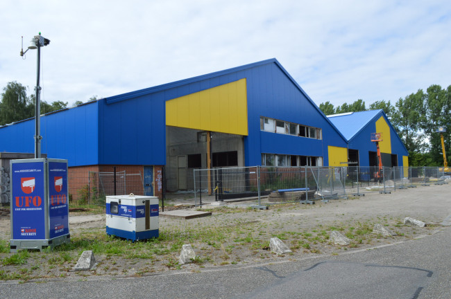 De veelbesproken asbestloodsen in Spelwijk worden momenteel opgeknapt.