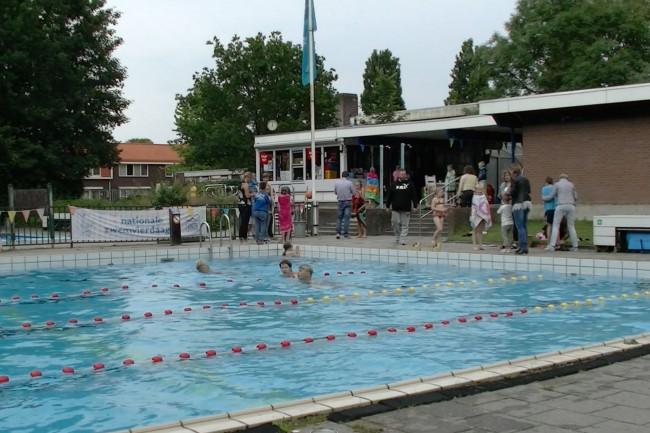 """Swifterbant wil zwembad behouden: """"Méér nodig dan vrijwilligers en voldoende bezoekers"""""""