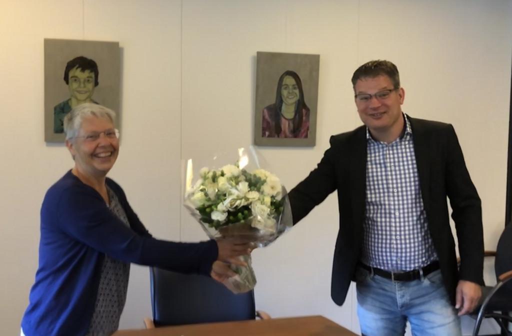 Na het tekenen van de oprichtingsakte bij de notaris: Baukjen Anema en Wilko Knol. André Groenewegen kon op dat moment helaas niet bij de ondertekening zijn door andere verplichtingen.